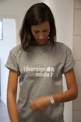 Julia ist Adversign Fan