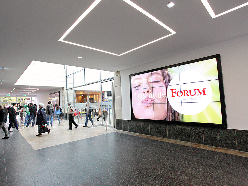 shopping-mall-video-wall